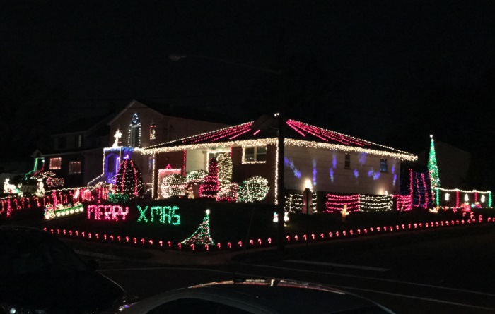 Colonial Road Roselle Park Christmas Light Display in Union County NJ