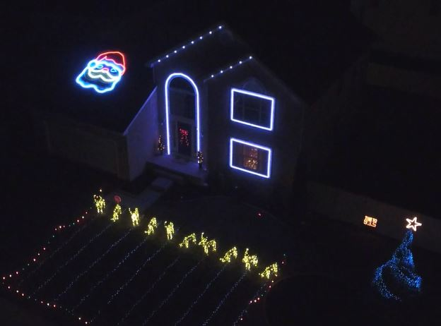 Here Comes Santa Claus Christmas Light Show In Southern NJ