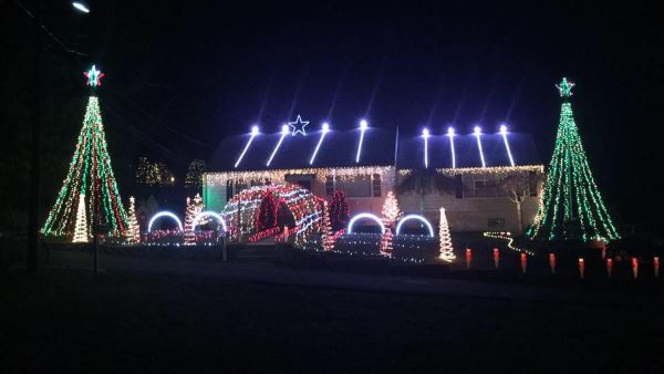 Lights On Suter Christmas Light Show In North Haldeon NJ